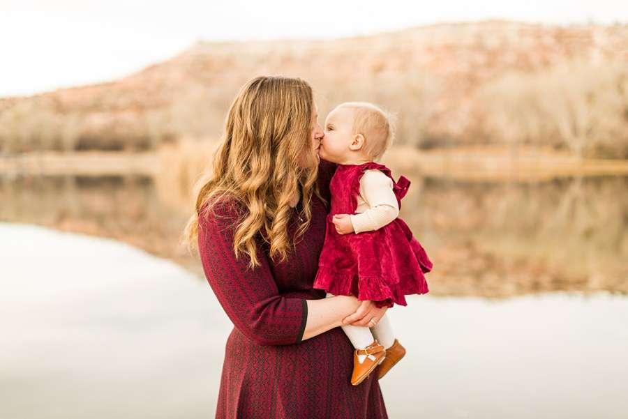Puffer Family: Cottonwood AZ Family Photographer Kisses for Mom