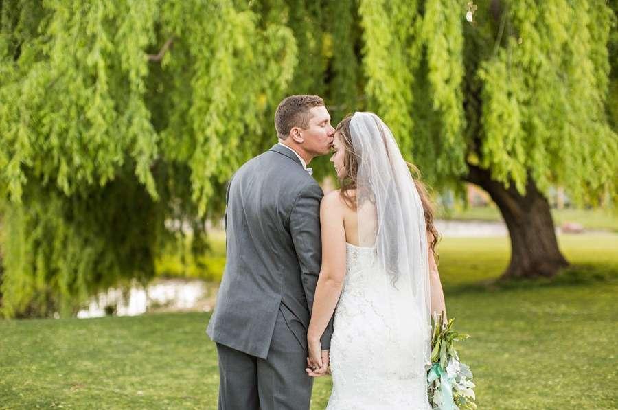Poco Diablo: Sedona Arizona Outdoor Wedding Inspiration Couple Kissing