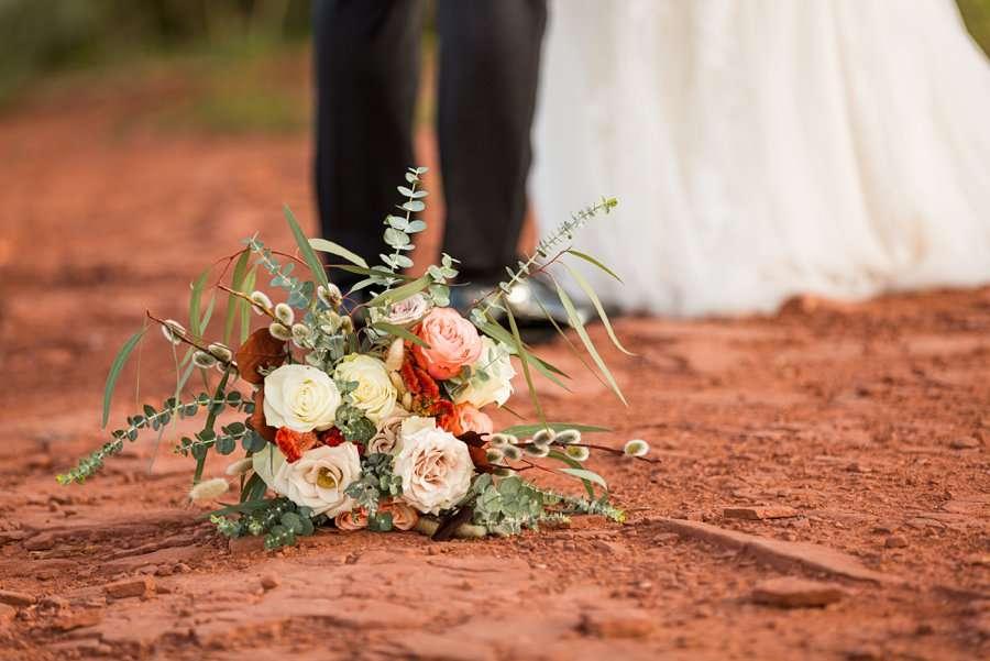 Holly and Erick - AZ Wedding Photographer Sedona - Brides Flowers