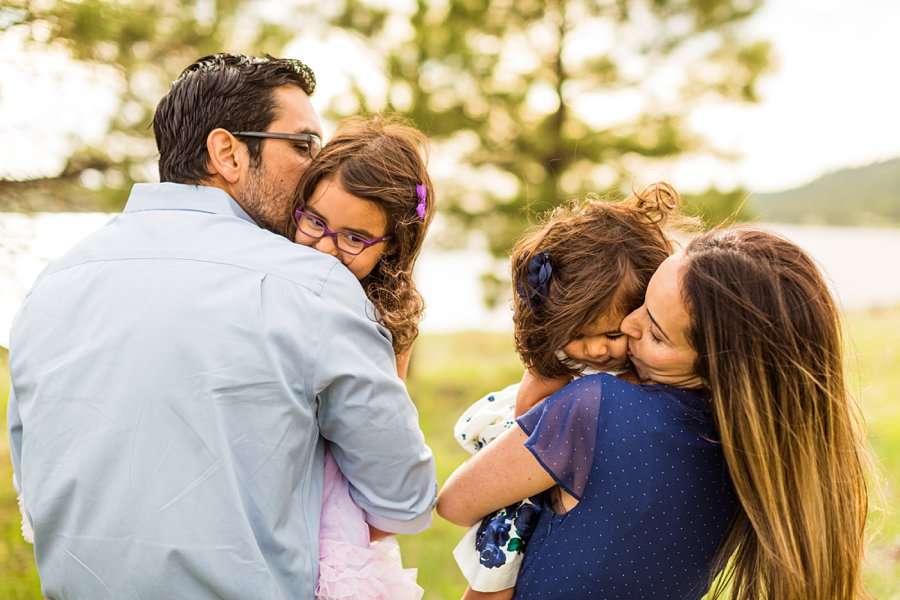 Kasem Family: Sedona AZ Family Photography kisses