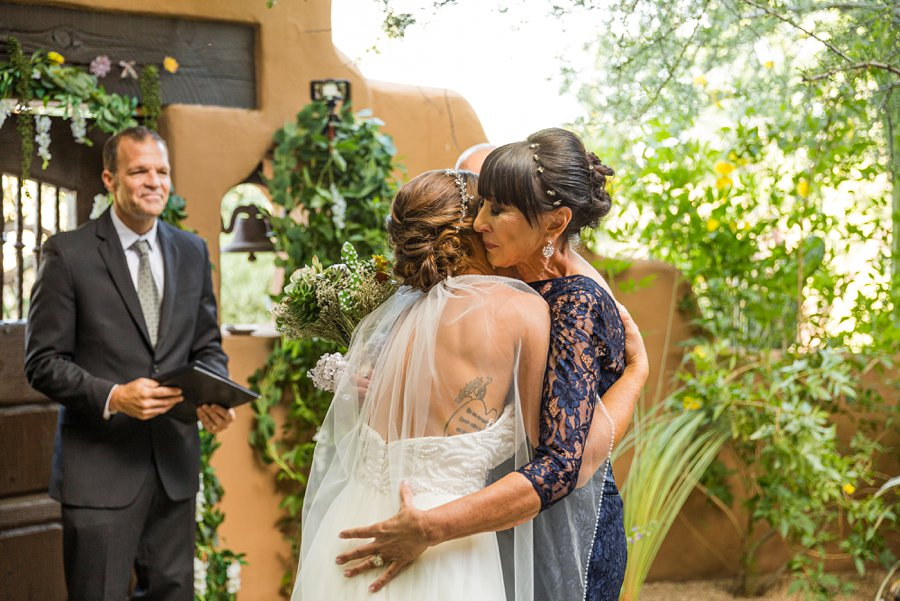 Liz and Jeremy: Phoenix Wedding Photography hugging mom