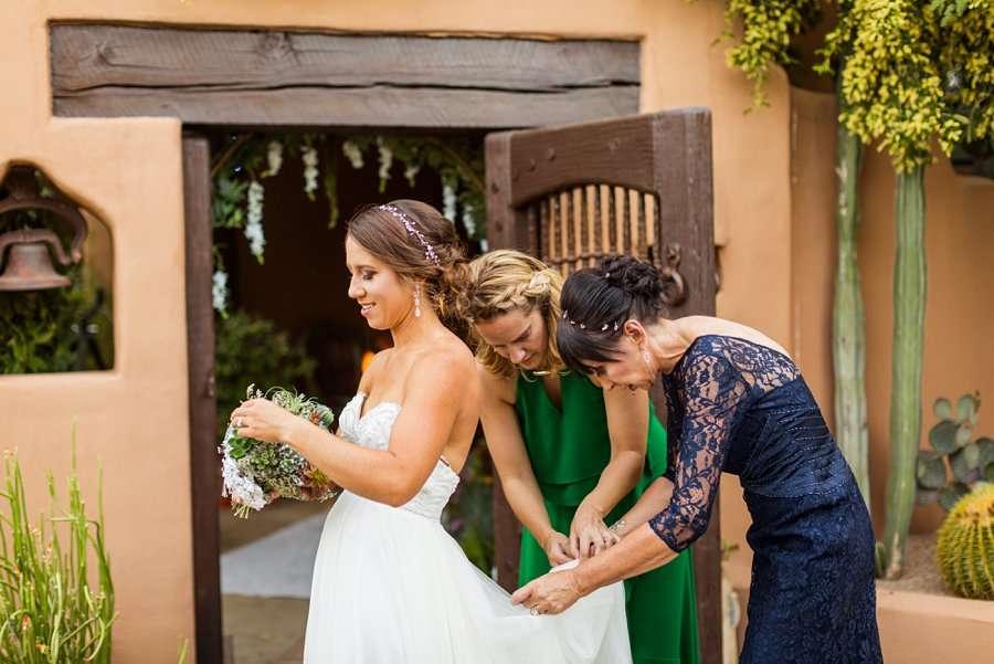 Liz and Jeremy: Phoenix Wedding Photography girls getting ready
