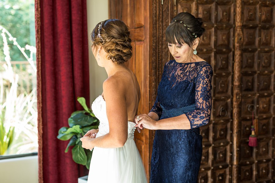 Liz and Jeremy: Phoenix Wedding Photography getting ready