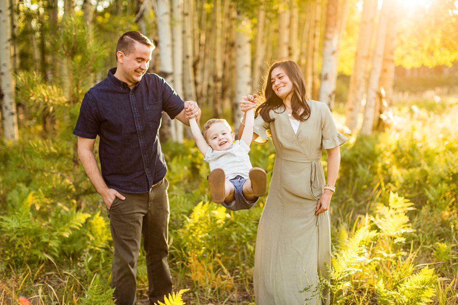 Anderson Family: Flagstaff Arizona Family Pictures swinging the child