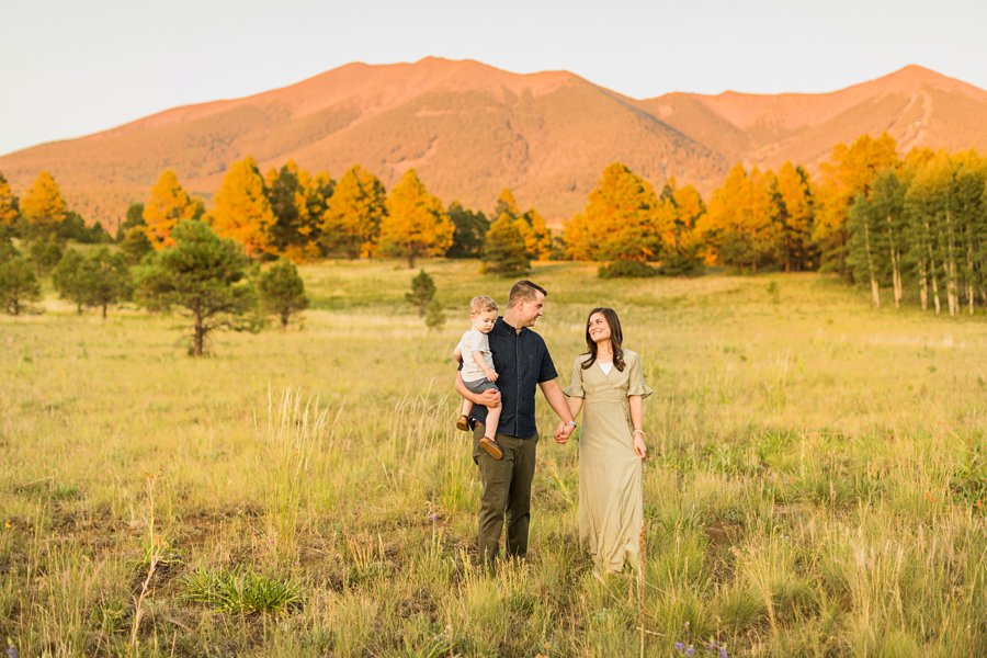 Anderson Family: Flagstaff Arizona Family Pictures best poses for families of 3