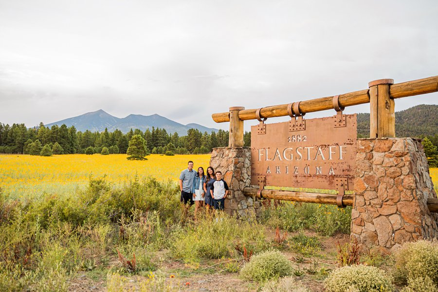 Northern Arizona Mini Session: Vesely Family's Mini Session the flagstaff sign