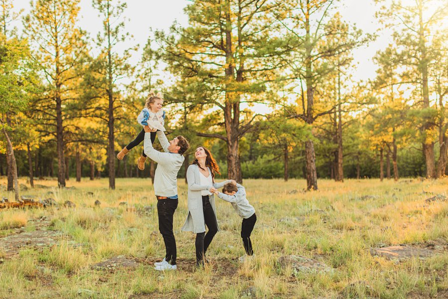 Jacobsen Family: Flagstaff Mini Session Photographers playing in the forest