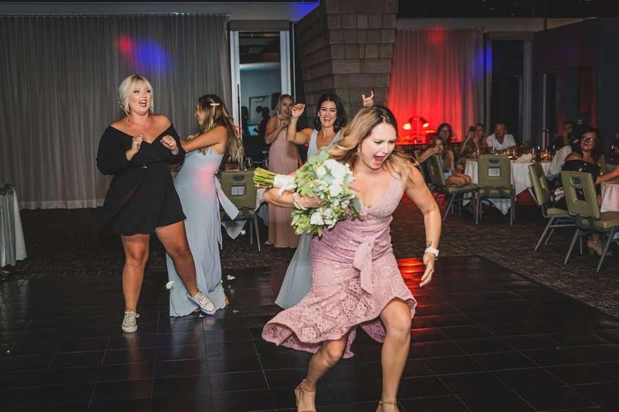 Leah and Trenten: Scottsdale Elopement Photographers caught the bouquet