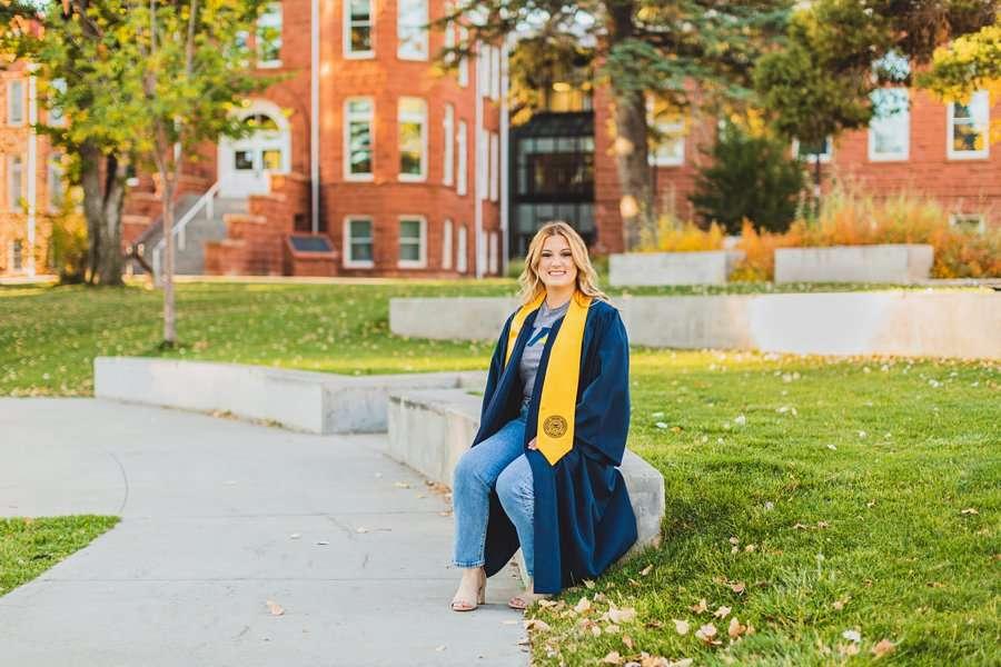 Alyssa: NAU Graduation Photographer on campus