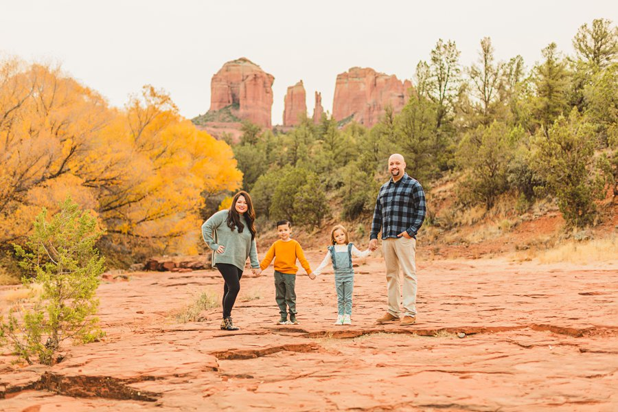 Serrano Family: Red Rock Crossing Portraits family togehter