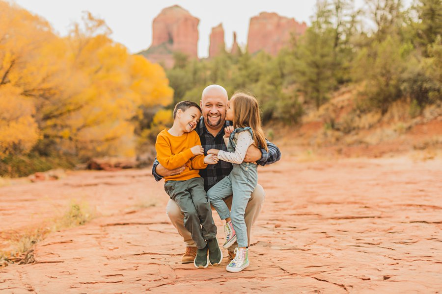 Serrano Family: Red Rock Crossing Portraits dad and kids