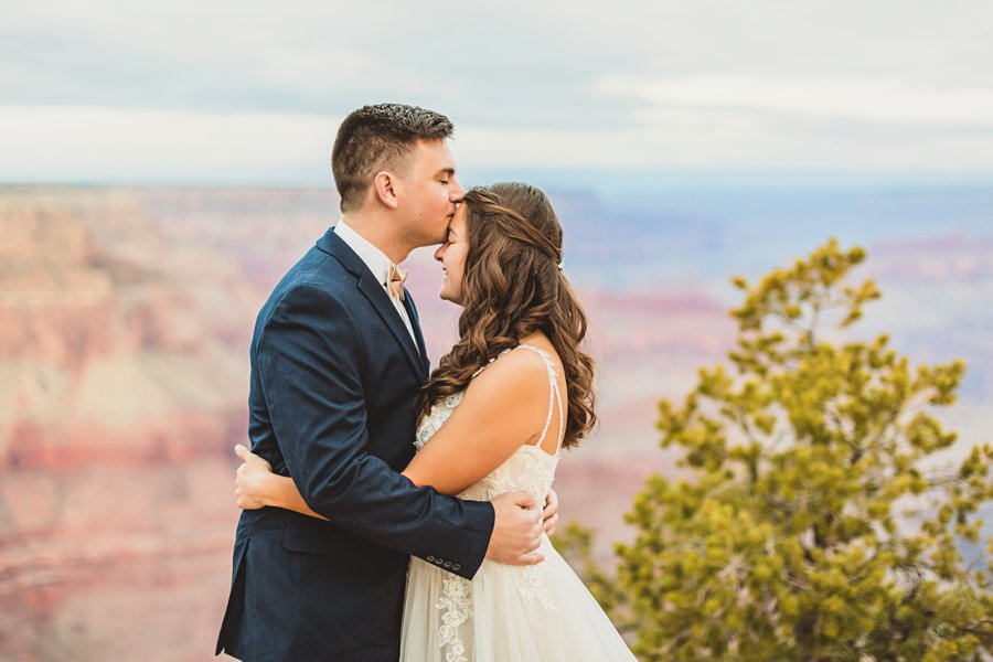 Ashlynn and Jacob: Elopement Photographers Grand Canyon couple kissing