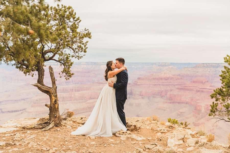 GC National Park Wedding: Ashlynn and Jacob the first kiss