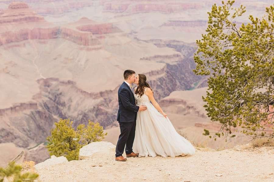 Ashlynn and Jacob: Elopement Photographers Grand Canyon kisses