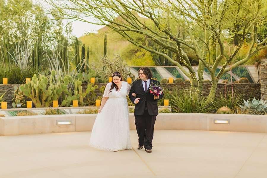 Shawna and Jason: Phoenix Arizona Wedding Photographers walking in the garden