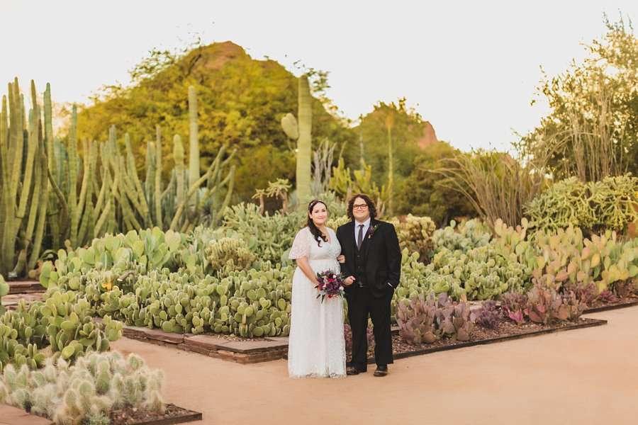 Shawna and Jason: Phoenix Arizona Wedding Photographers entry garden